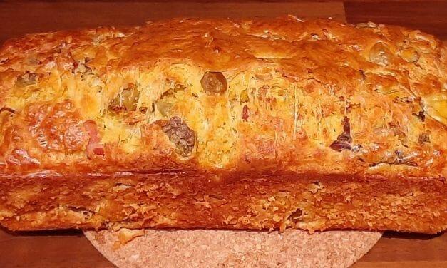Recette du cake salé aux lardons, olives et champignons
