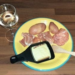 Raclette fromage charcuterie pomme de terre 1