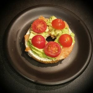 Recette du bagel saumon fume avocat et tomates 5