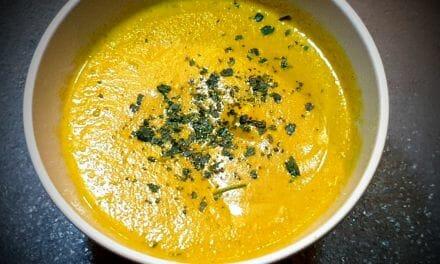 Recette d'un Velouté de carottes à la crème fraîche, au curry et à la coriandre