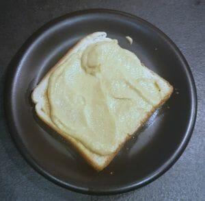 Toast avocat houmous œuf gruyère