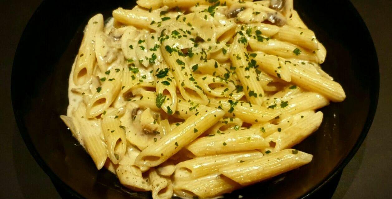 Recette de Penne crème, roquefort et champignons