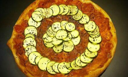 Recette de Tarte à la tomate et à la courgette (avec carotte et oignon)