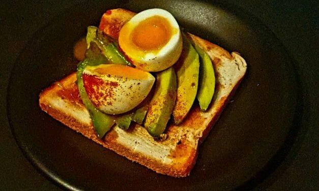 Recette d'Avocado toast avec un oeuf mollet