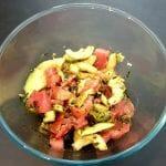 Recette de Salade de tomates, concombre, avocat et  graines