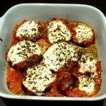 Recette d'Aubergines au four gratinées à la sauce tomate, mozzarella et basilic
