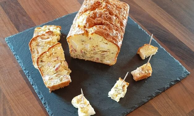 Recette de Cake salé fromage de chèvre, lardons et olives vertes