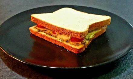 Recette de Croque-monsieur maison au four avec pesto, tomate et mozzarella
