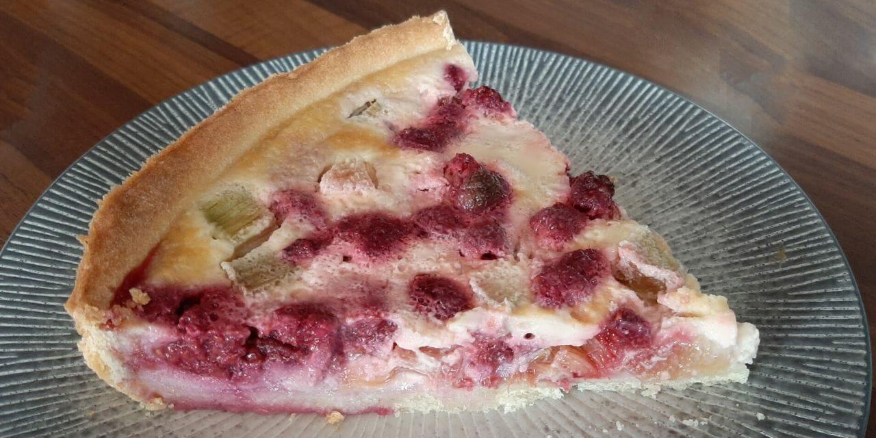 Recette de la Tarte à la rhubarbe et aux framboises sur pâte sablée