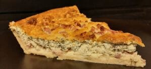 Tarte au fromage blanc, allumettes et fines herbes
