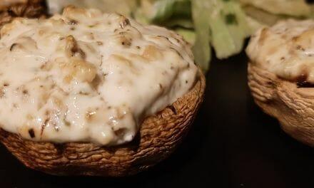 Champignons farcis au four (fromage de chèvre frais et miel). Recette végétarienne