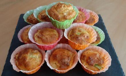 Muffins salés à base de pommes de terre, courgette, jambon et fromage fumé. Pour un apéro original !