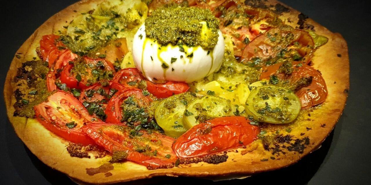 Recette de Tarte aux tomates colorées, pesto et burrata